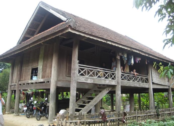 Maison-sur-pilotis-des-ethnies-vietnamiennes