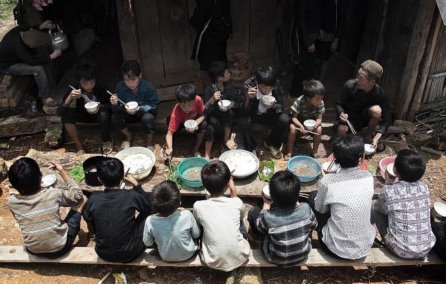 repas-des-enfants-ethniques