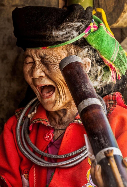 Vieille-femme-ethnique-Hmong-au-Nord-vietnamien