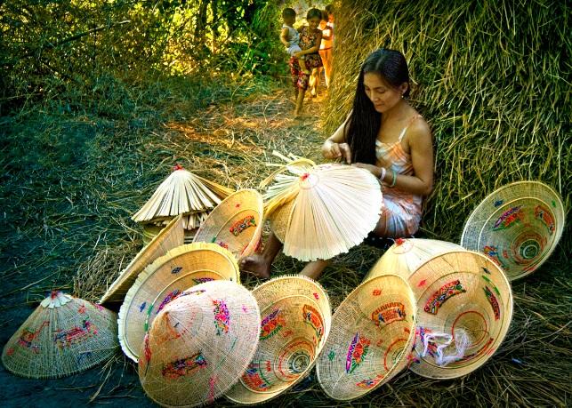 fabrication-de-chapeau-conique-vietnam