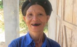 femme-ethnie-daos-au-dents-noirs