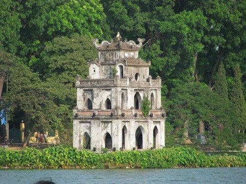lac de epee restituee avec tour de tortue vietnam