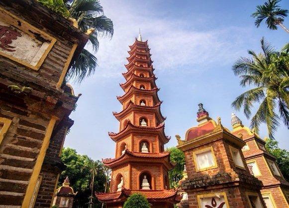 le-tour-de-la-pagode-tran-quoc-hanoi-vietnam