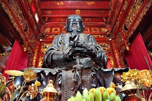 statue-du-genie-empereur-du-nord