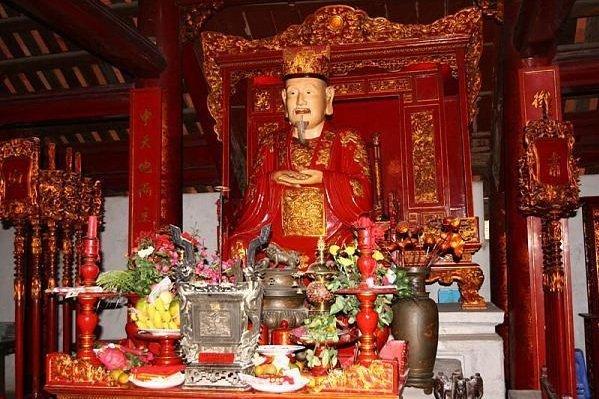 statue-du-philosophe-mr-confucius-au-vietnam