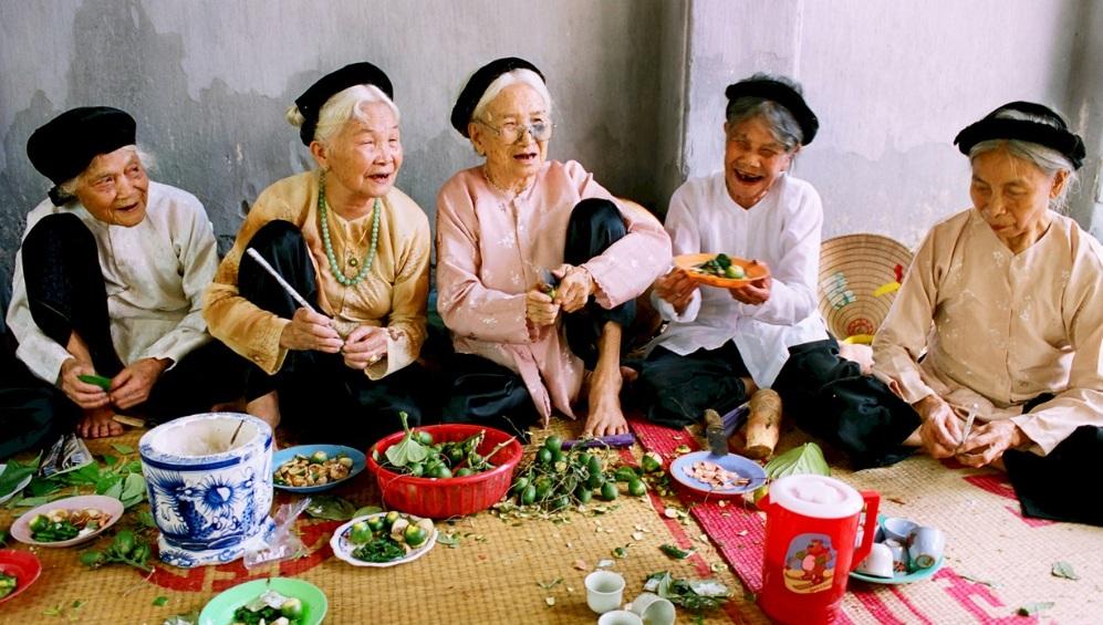 vieilles-femmes-au-mariage