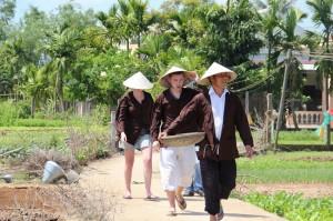 experience-detre-paysans-vietnamiens-des-voyageurs-etrangers
