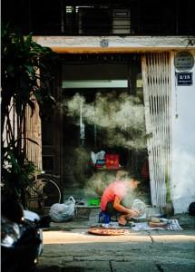 faire-la-cuisine-dans-le-troitoir-a-hanoi-vietnam