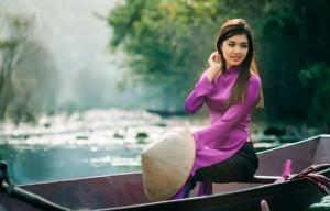 jeune-fille-en-bateau-au-ruisseau-de-yen