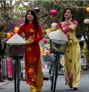 jeunes-filles-en-robe-traditionnelle