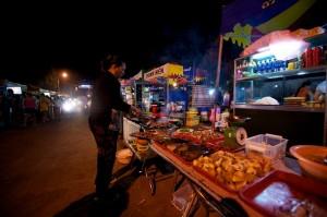 marchand-ambulant-des-fruits-de-mer-a-phuquoc