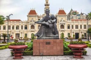 statue-de-hochiminh-a-saigon