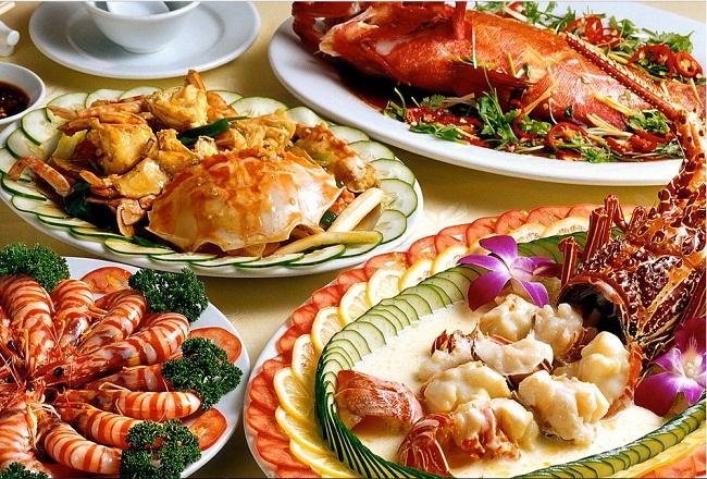 sur-le-table-avec-pleine-de-fruits-de-mer