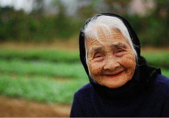 une-vieille-dame-vietnamienne