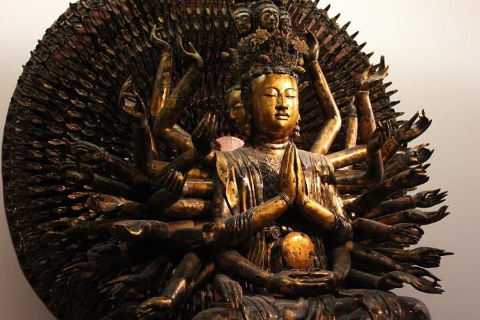 Statue-du-bouddha-milles-bras-et-milles-yeux-artisanat-vietnamien