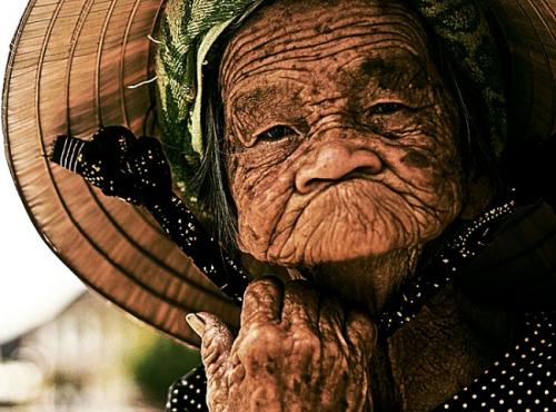 ancienne-et-belle-femme-asiatique