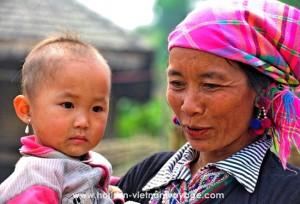 belle-femme-vietnamienne-et-bebe
