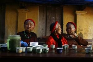 groupe-femme-vietnamienne-vieille