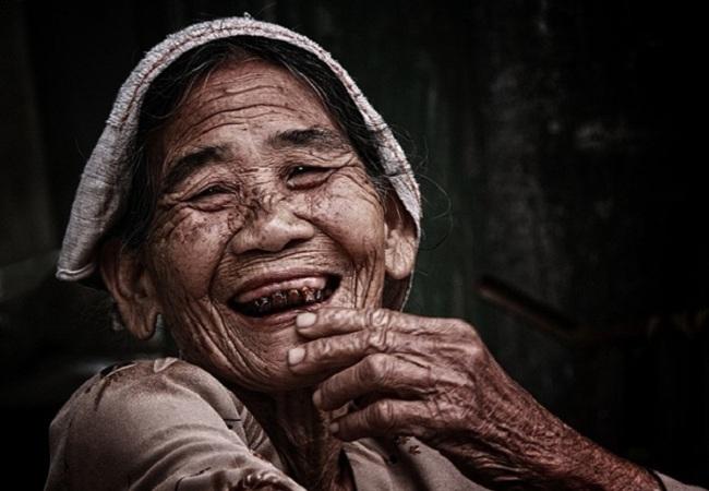 Le masque après le cosmétologue le nettoyage de la personne
