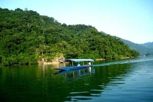 balade-en-bateau-sur-lac-de-ba-be-vietnam