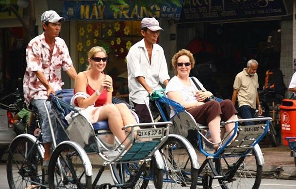 cyclo-pousse-moyen-de-transport-a-saigon