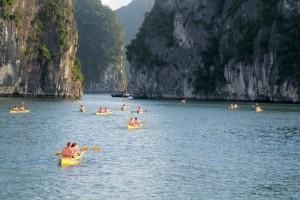 kayaking-halong