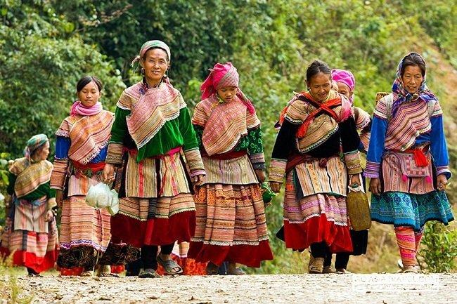 aller-au-marche-de-bac-ha-belles-femmes-ethniques