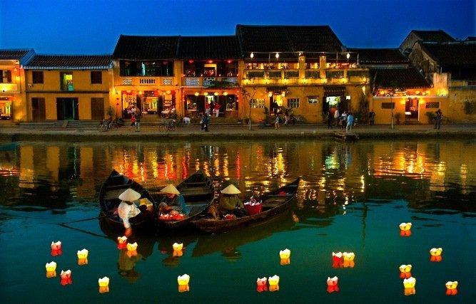 belle-photo-voyage-hoi-an-vietnam-lampe-sur-eau