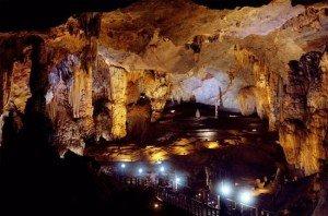 grotte-de-thien-duong-province-de-quang-binh-vietnam