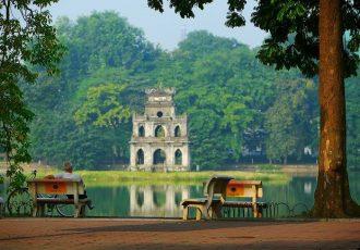 le-bord-du-lac-de-hoan-kiem-hanoi-vietnam-photos