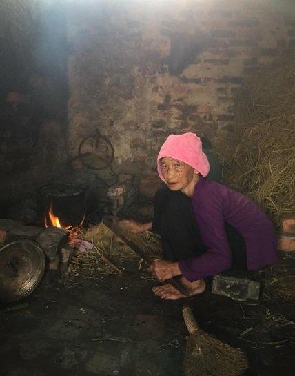 la-femme-vietnamienne-du-nord-en-cuisine