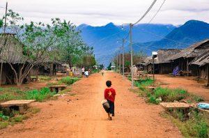 village-ethnique-au-sommet-de-la-montagne-vietnam