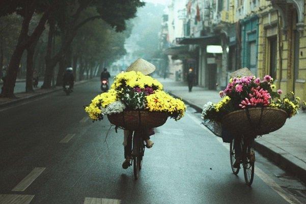 vendeuses-dans-la-capitale-de-hanoi