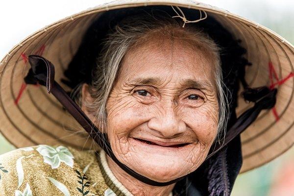 voyage au vietnam photo femme vietnamienne